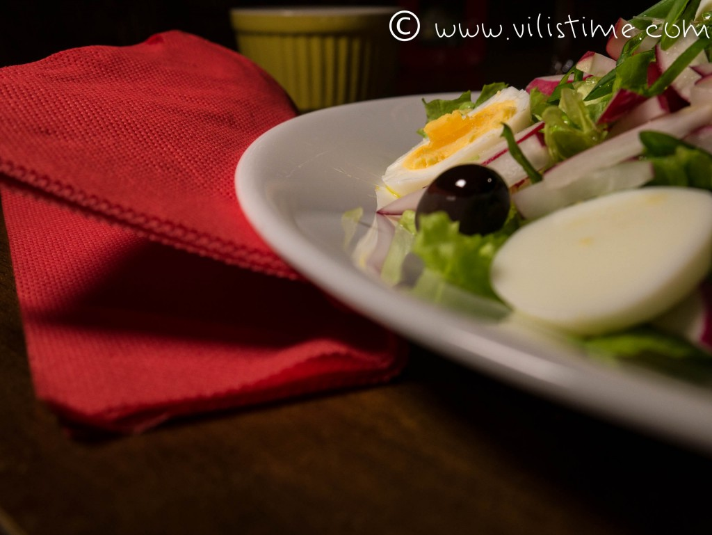 Великден с яйца, репички и лук