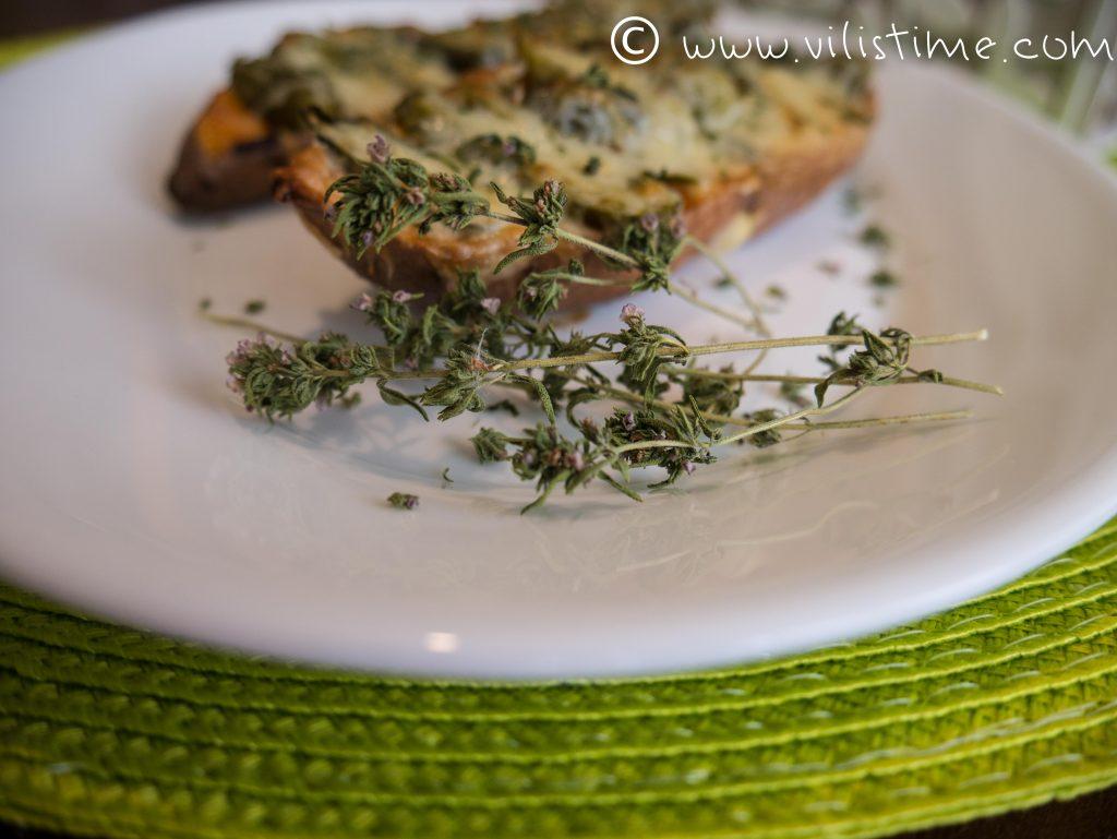 Батати с кисели краставички и чедър