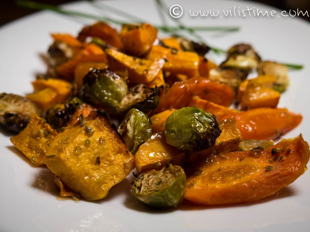 Тиква, брюкселско зеле и моркови с меден сос на фурна
