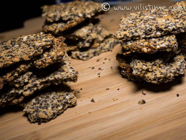 Хрупкави крекери от семена и кленов сироп