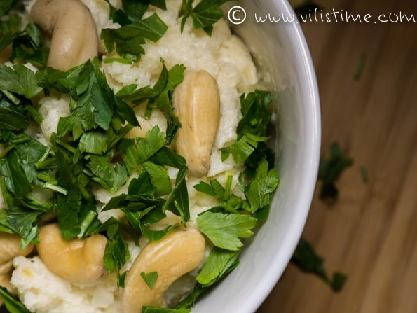 Карфиолен ориз с крема сирене и кашу