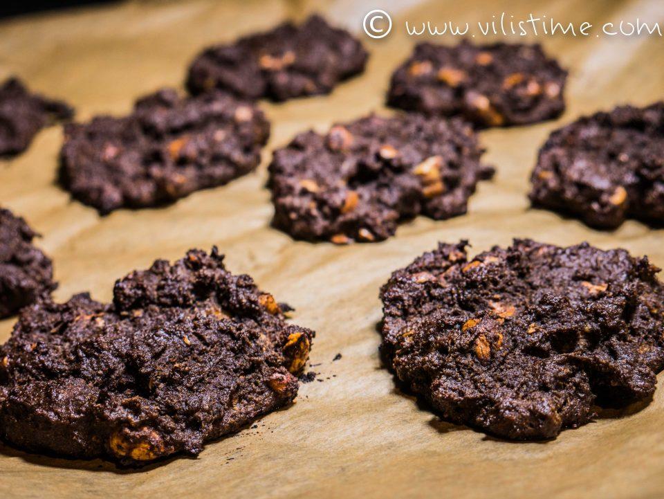 Шоколадови кукита с домашни лешници и брашно от рожков