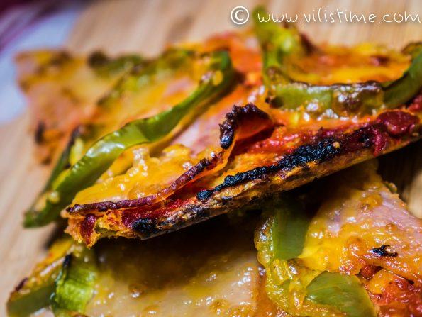 Нисковъглехидратна пица с бекон и моцарела