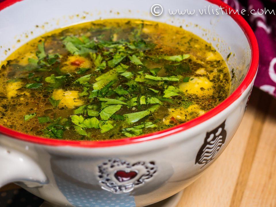 Бистра пилешка супа без фиде и картофи