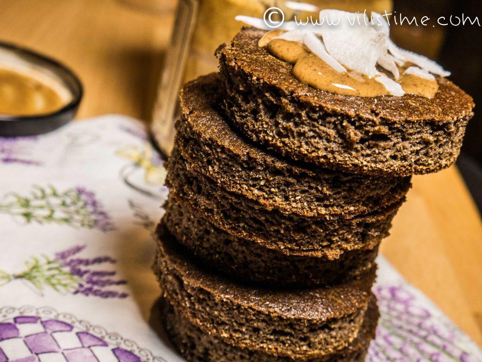 Безглутенов сладкиш с фъстъчен тахан и кокосов чипс
