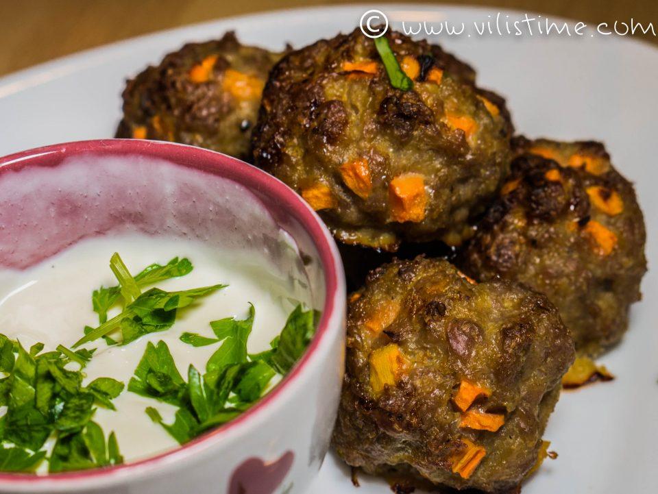 Кюфтета от мляно свинско месо с моркови и горчица