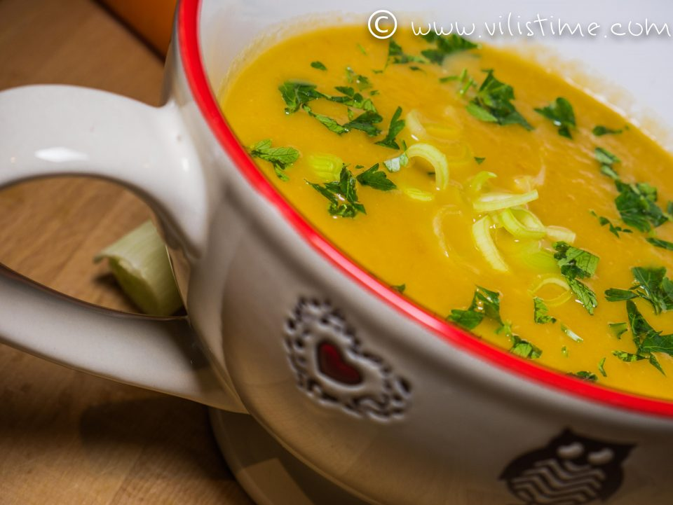 Зеленчукова крем супа с праз лук и сметана