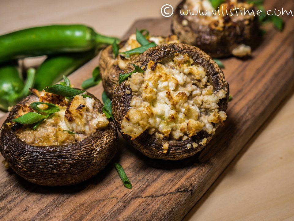 Печурки с козе сирене, чесън и масло на фурна