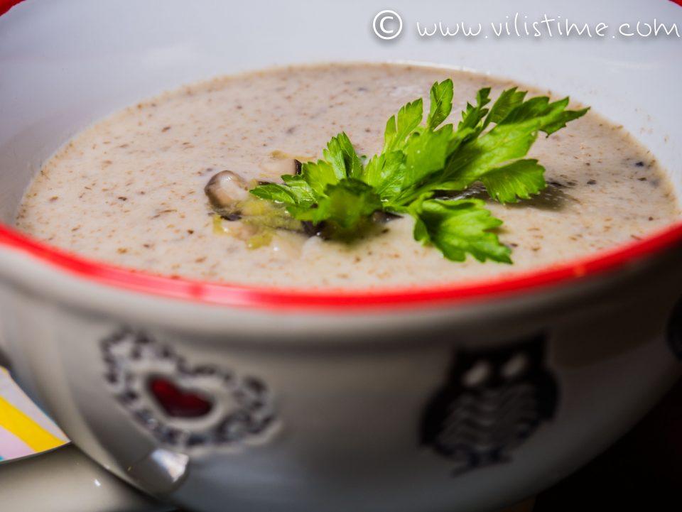 Крем супа от гъби, праз лук и сметана