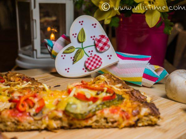 Вегетарианска пица от лимец с гъби и краставички