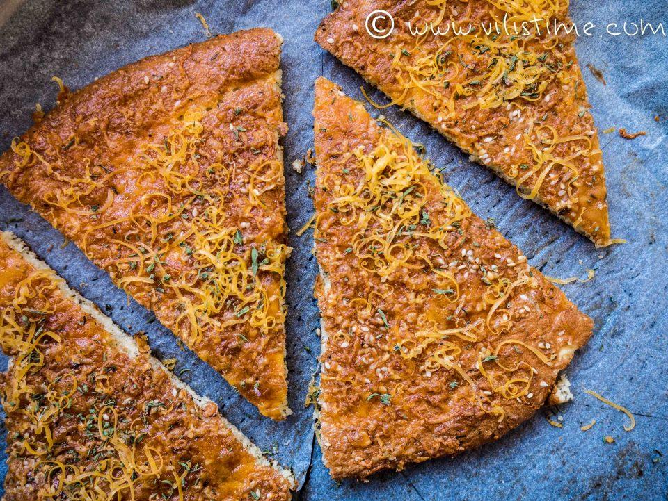 Кето пърленка от млян сусам, сирене и чубрица