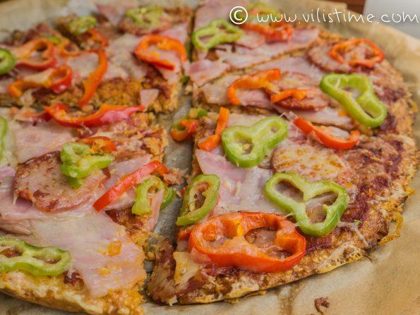 Нисковъглехидратна пица с чоризо, шунка и кашкавал