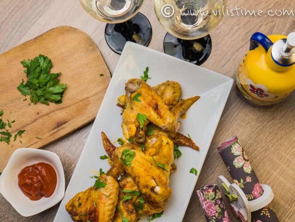 Пилешки крилца на фурна с куркума, червен пипер и чесън