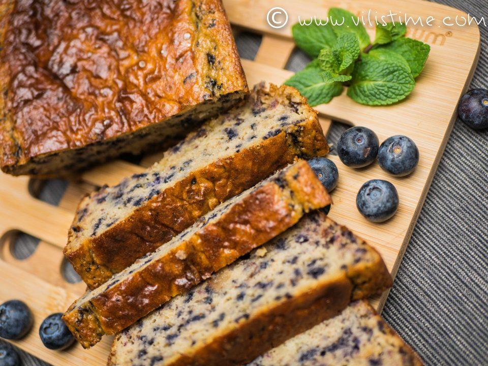 Сладкиш без захар с пресни боровинки и тахан