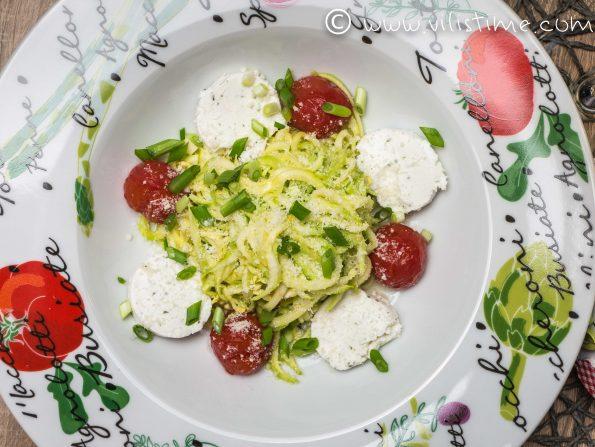 Спагети от тиквички с печени черита и козе сирене