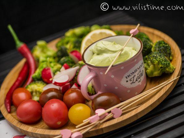 Предястие с броколи и крем от авокадо