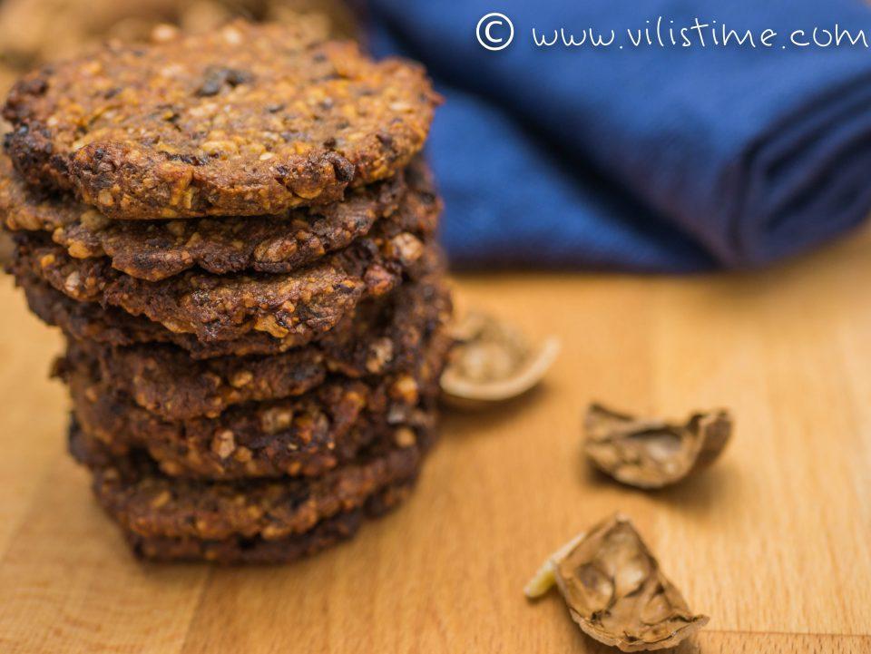 Таханови бисквити с орехи, сини сливи и канела
