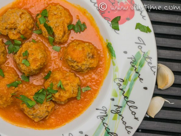 Кюфтенца от мляно месо с доматен сос