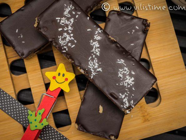 Сурови барчета от кокос и черен шоколад
