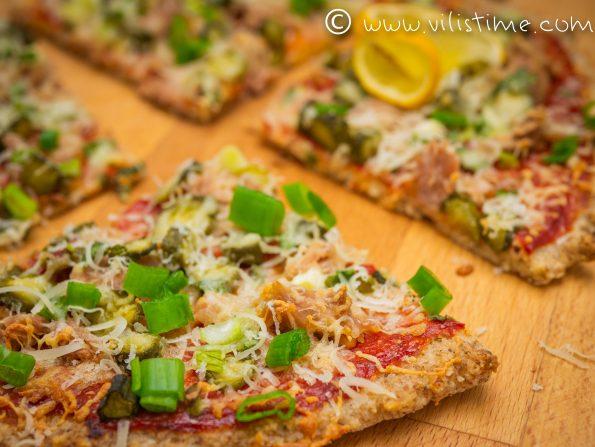Пица без брашно с риба тон и кисели краставички