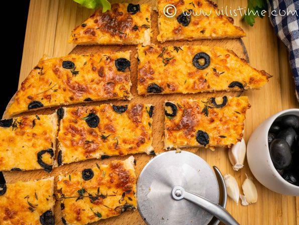 Фокача без брашно с мащерка и маслини
