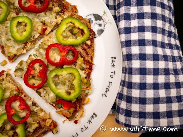 Кето пица с кашкавал и кисели краставички