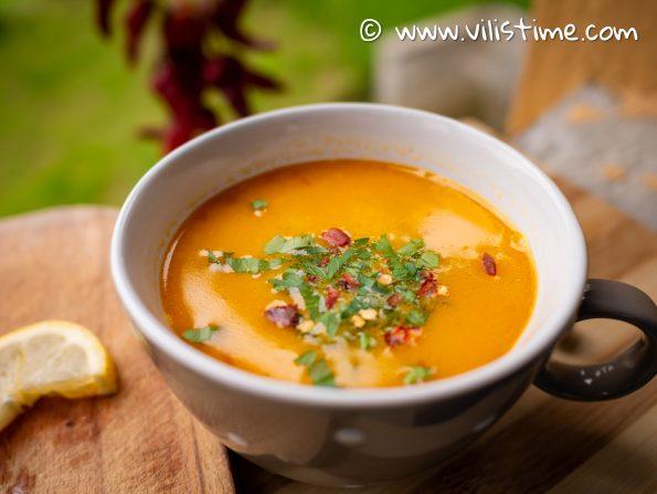 Пикантна кето супа с тиквички
